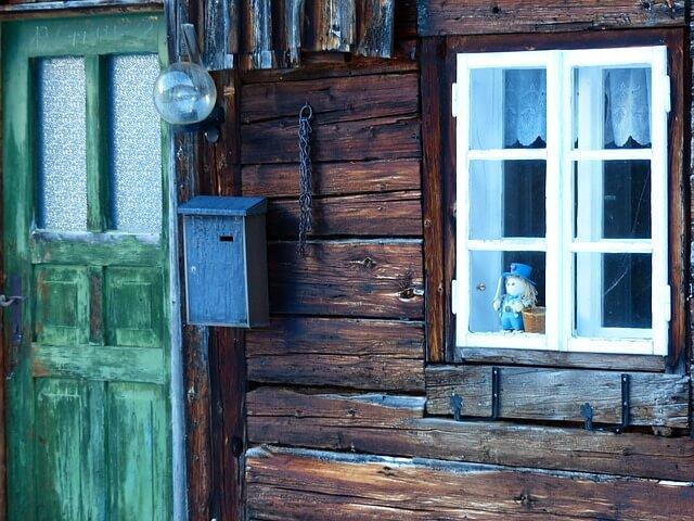 木の家のドア